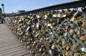 The-Pont-des-Arts-bridge-Lock-Bridge-April-2013-001-610x404
